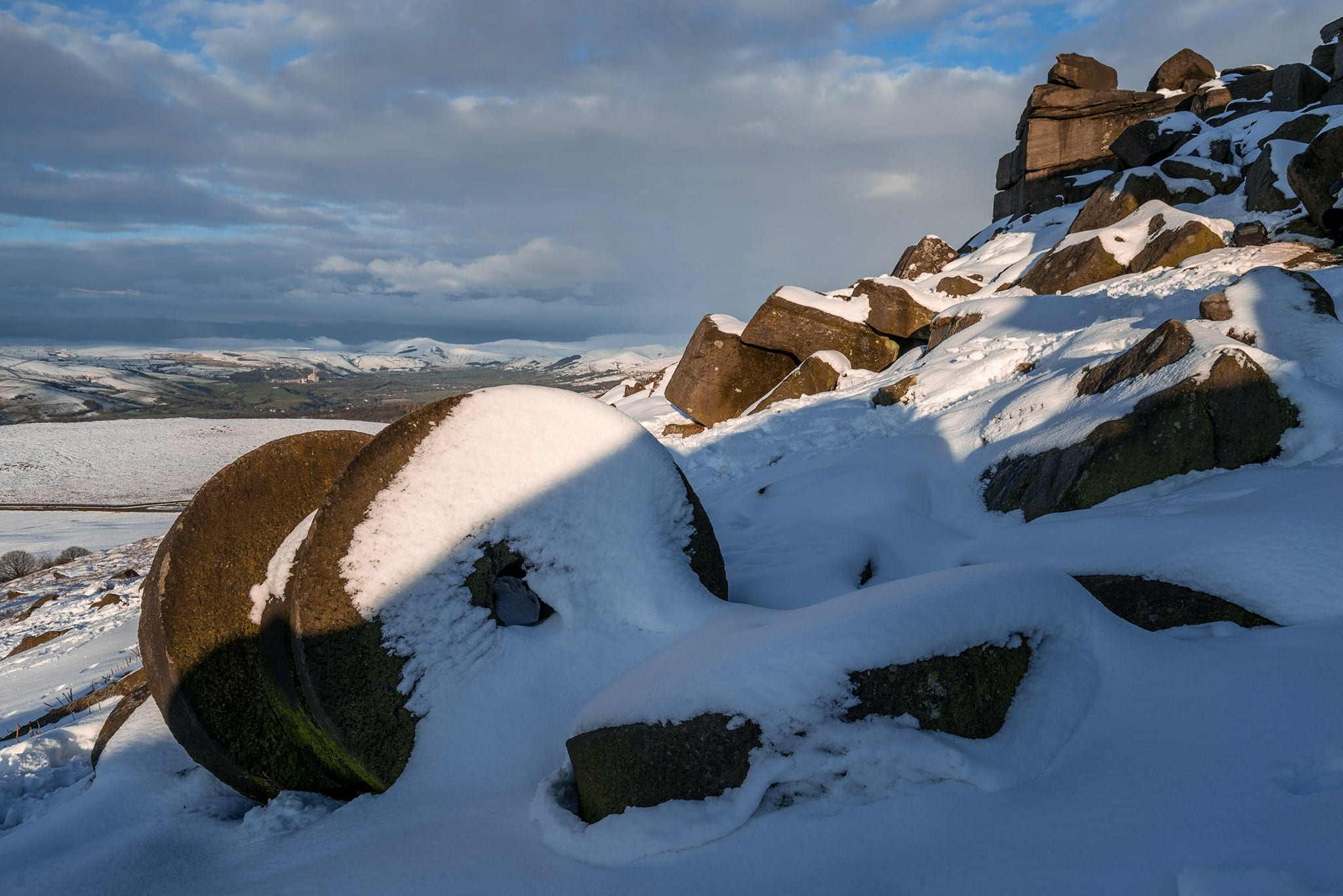 Stanage Edge Millstone in the Snow - Winter in the Peak District Photography Workshop