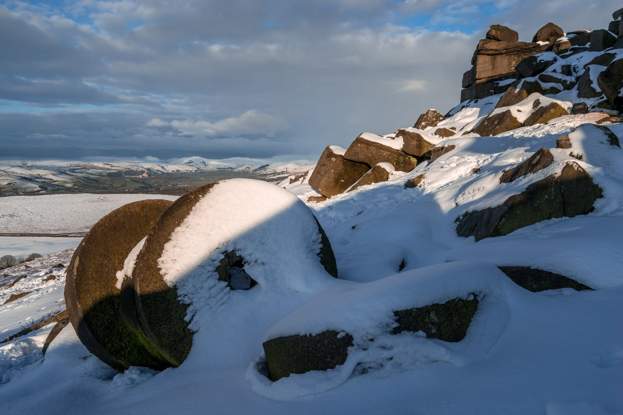 Stanage Edge Millstones in Snow - Peak District Winter Photography Workshop