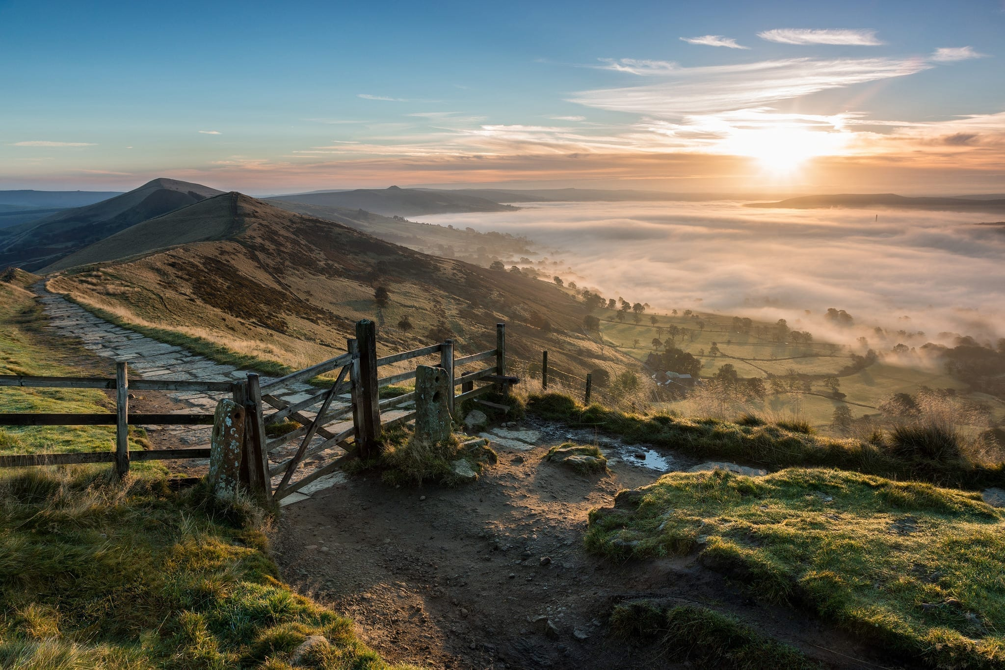 A Classic - The Mam Tor Gate at sunrise in autumn with a sea of fog in the Hope Valley Below - Mam Tor Photography Location Guide